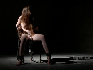 Emily Bloom – Extreme Restrains